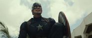 Capitán América mirando a su alrededor
