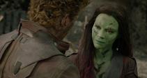 Gamora le da un consejo a Quill