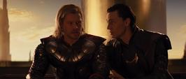 Thor es manipulado por Loki