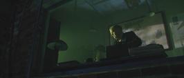 Zola revisa su laboratorio antes de escapar
