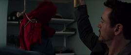Stark descubre el traje de Peter