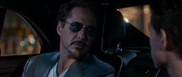 Stark habla con Parker en el auto