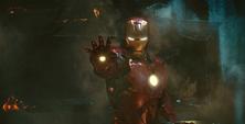 Iron Man apuntando IM2