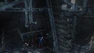 Rogers explora el Helicarrier dañado