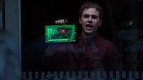 Fitz le informa a Coulson de otro evento electromagnético