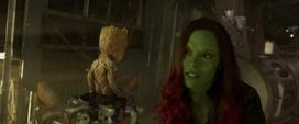 Groot viendo a Gamora a punto de irse