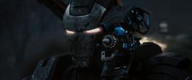 Maquina de Guerra muestra el arma de Hammer Industries - Iron Man 2