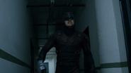 Daredevil en un pasillo