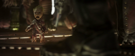 Groot es acosado por los Devastadores