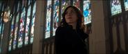 Romanoff escucha a Rogers en la iglesia
