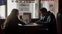 Skye y Ward hablando solos