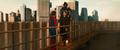 Stark sale de su armadura frente a Peter