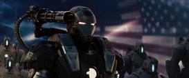 Maquina de Guerra muestra su armamento - Iron Man 2
