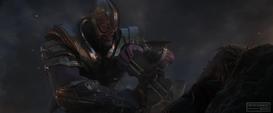 Thanos intenta asesinar a Thor con el Rompetormentas