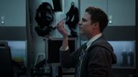 Fitz modifica el teléfono de Ward