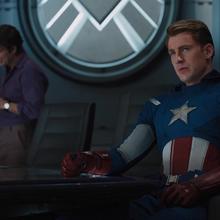 Capitan America en el Helicarrier con Banner atras.png