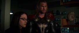 Thor arma un plan con Foster y Selvig