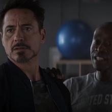 Stark y Rhodes hablan con el cartero.png