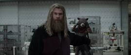 Thor cubre a Rocket