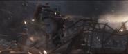 Gamora y Nebula combaten a los alienígenas