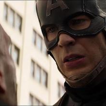 Capitán América confronta a Crossbones.png