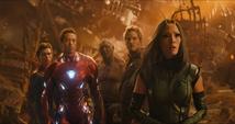 Los Vengadores y los Guardianes viendo a Strange