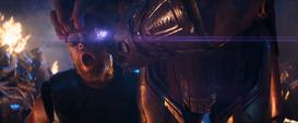 Thanos usa la Gema contra Thor