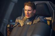Capitan America piloteando el Valkiria
