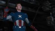 Rogers sigue órdenes de Stark
