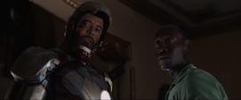 Stark y Rhodes amenazan a Trevor
