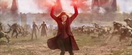 Wanda ayudando en la Batalla de Wakanda