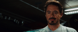 Stark viendo el regalo de Potts