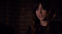 Skye le explica a Coulson sobre los Inhumanos