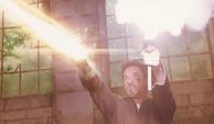 Stark le dispara al personal de Killian