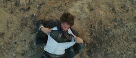 Stark revisa si está herido