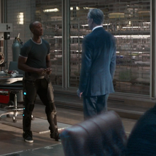 Rhodey confronta a Ross.png