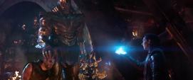 Loki acercándose a Thanos