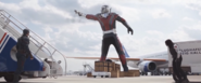 Giant-Man es visto por Rogers y Barnes