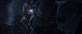 Stark pegado por un dispositivo