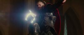 Thor ataca a Malekith