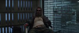 Thor en un asiento