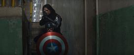 Cap y Bucky esperando a Tony
