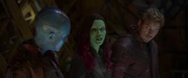 Gamora en la nave con Quill y Nebula