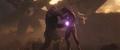 Thanos usa la Gema del Poder contra Stark