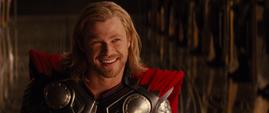 Thor sonriendo en su ceremonia de coronacion