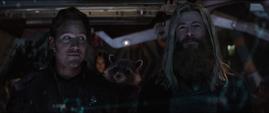 Rocket riéndose de Thor y Quill