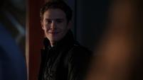 Fitz le sonríe a Simmons