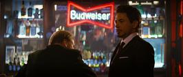 Ross y Stark en el bar