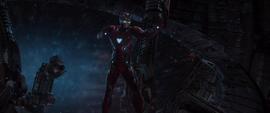 Stark amenaza a Ebony