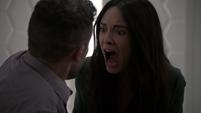 Aida grtiándole a Fitz al ser rechazada